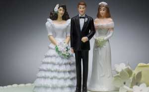 Polygamy-WeddingCake2Women1Man-810px_shutterstock_34797862_810_500_55_s_c1